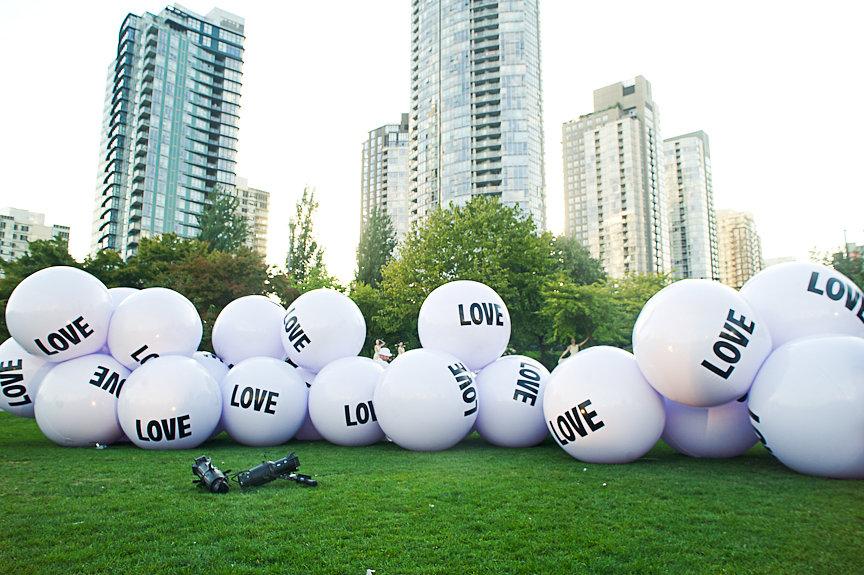 Diner En Blanc, David Lam Park, Vancouver, Love Ball