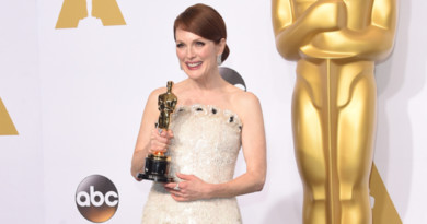 Julianne Moore, Chanel, Chanel Haute Couture, Red Carpet at Oscars, Perfect Wedding Magazine